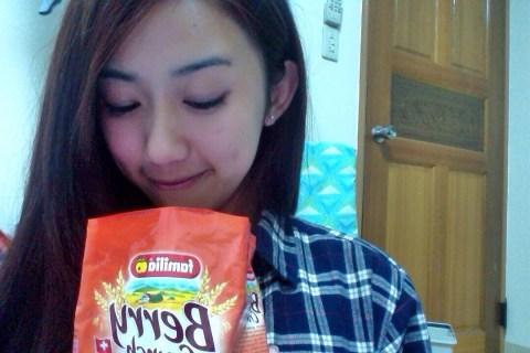 【麥片女孩 Amber】少女般幸福早餐 瑞士全家草莓綜合穀物麥片開箱