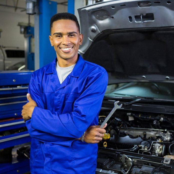 Como contratar um bom mecânico para sua oficina