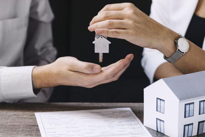 Como convencer uma pessoa a contratar um corretor ou imobiliária?