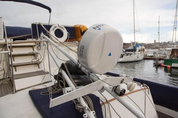 mv Archimedes mast down for Garmin 24xHD install 1