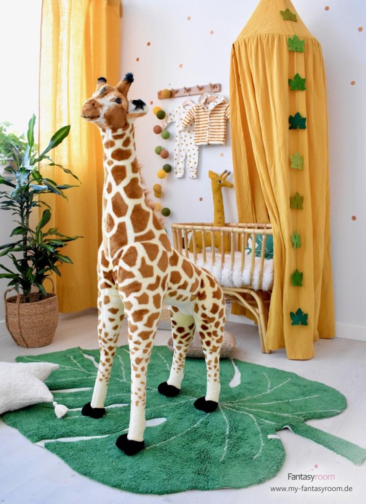 XL Plüsch-Giraffe im Safari-Babyzimmer