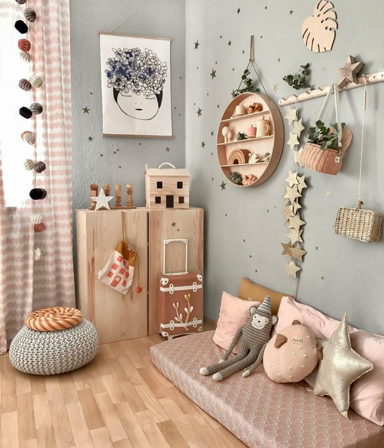 Fantasyroom Blog: Die schönsten Instagram Kinderzimmer - Kuschelecke in Grau & Naturholz im Mädchen Kinderzimmer