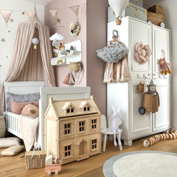 Fantasyroom Blog: Die schönsten Instagram Kinderzimmer - Mädchenzimmer in Naturtönen mit Puppenhaus