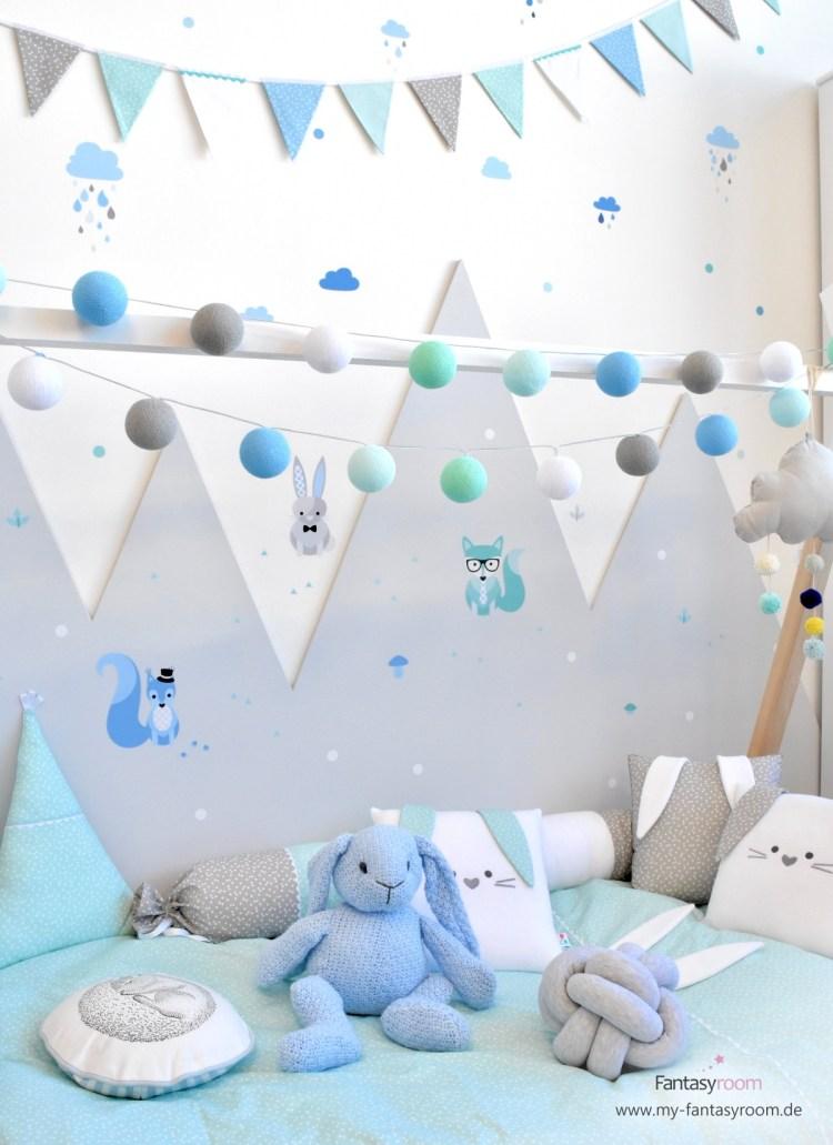 Dinki Balloon Kinderzimmer mit Wandstickern und bestickten Waldtiere Textilien