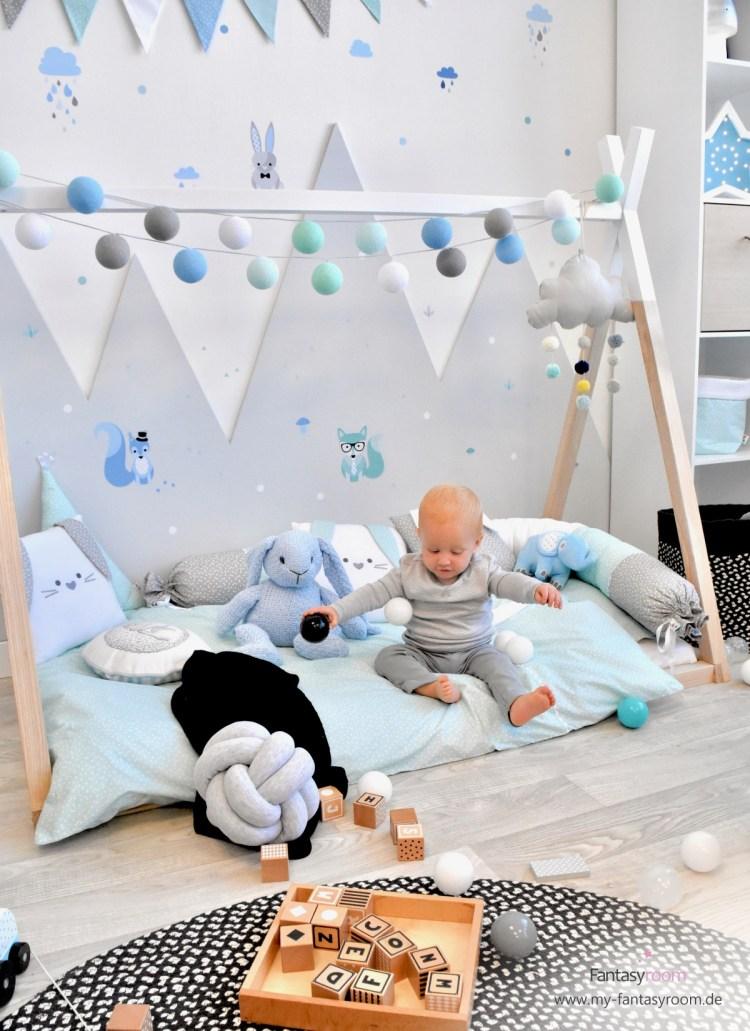 Berge im Kinderzimmer mit Waldtieren Wandstickern in Blau & Mint
