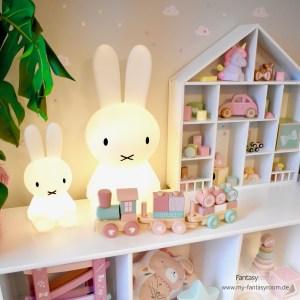 Miffy Lampen mit Holzspielzeug in Rosa