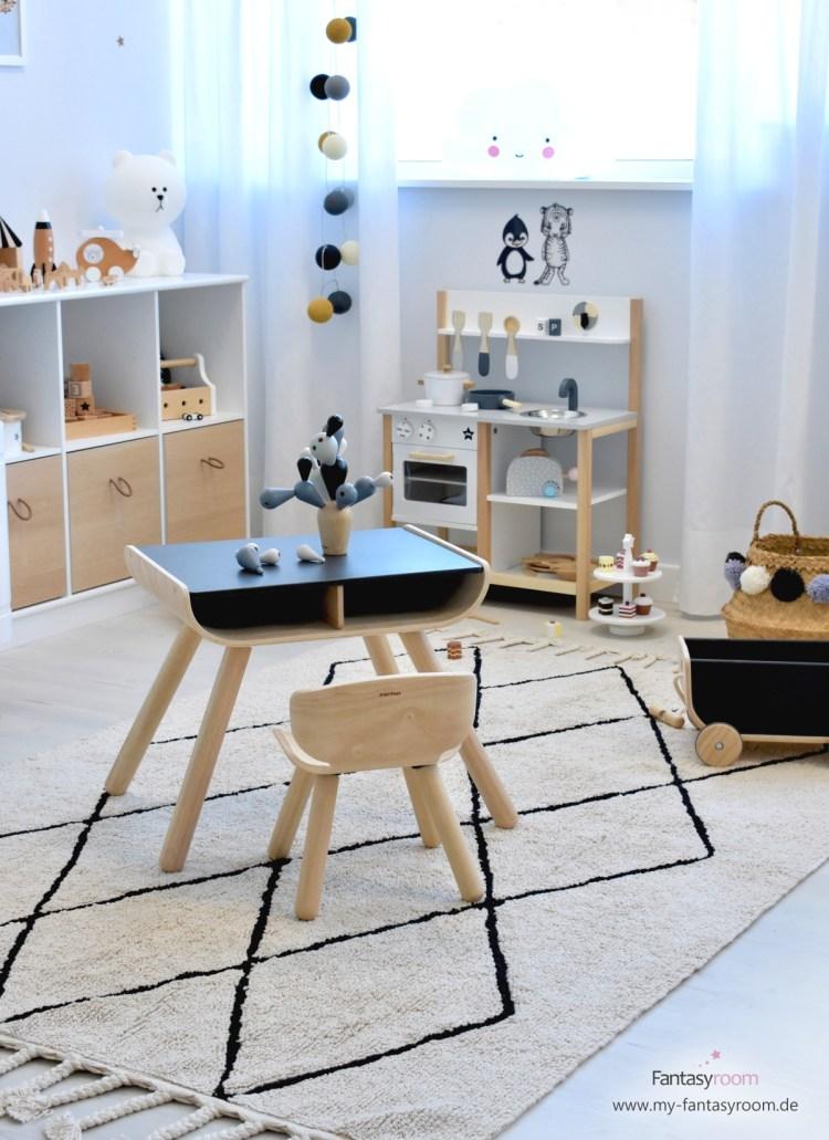 Plantoys Sitzgruppe in Schwarz und Natur mit Kinderküche und Spielzeugregal