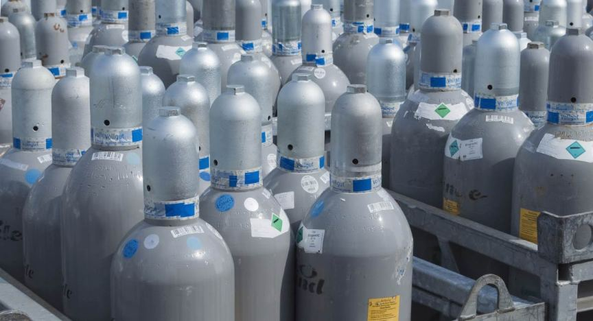 Assortment of large refrigerant cylinders.