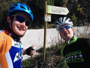 Drogowskaz od Castel del Catels. Nie polecam wspinaczki rowerem z tej strony.