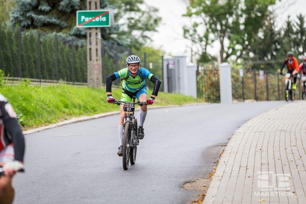 Rafał Piotrowski w dobrym humorze na Poland Bike Marathon w Konstancinie-Jeziornie