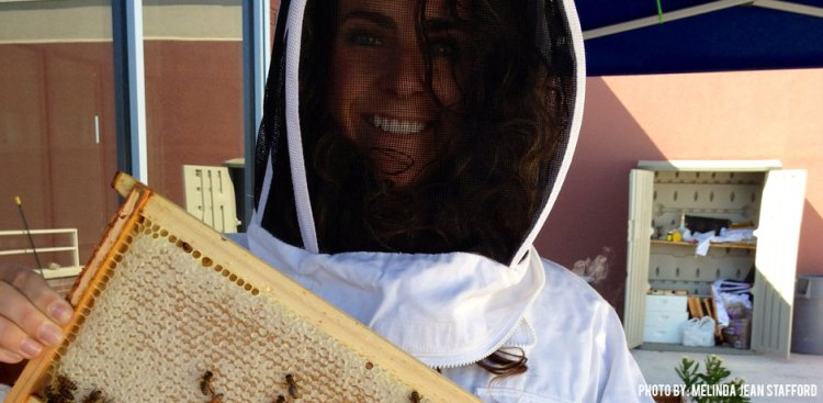 08102016_Melinda and frame-of-bees