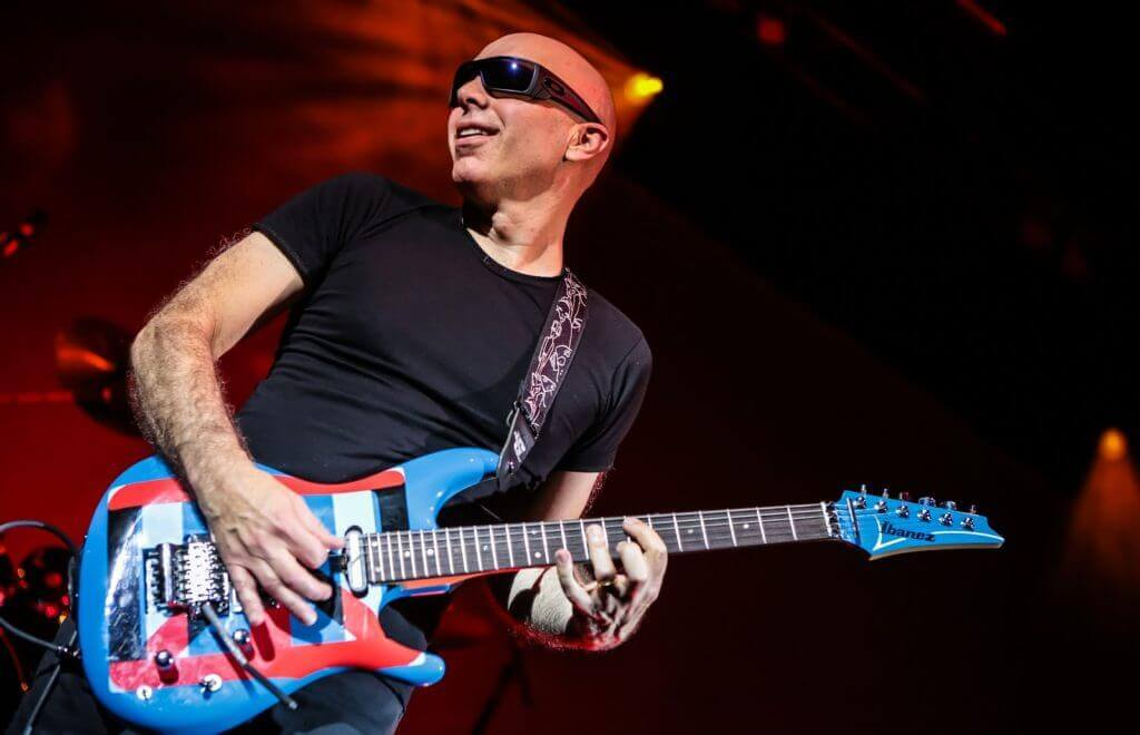 joe-satriani-guitare