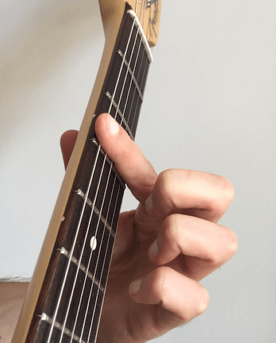 Apprendre à faire un accord barré à la guitare