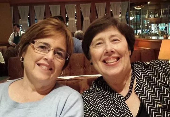 Linda (right) and her sister Deanie Honsinger at a genealogy conference