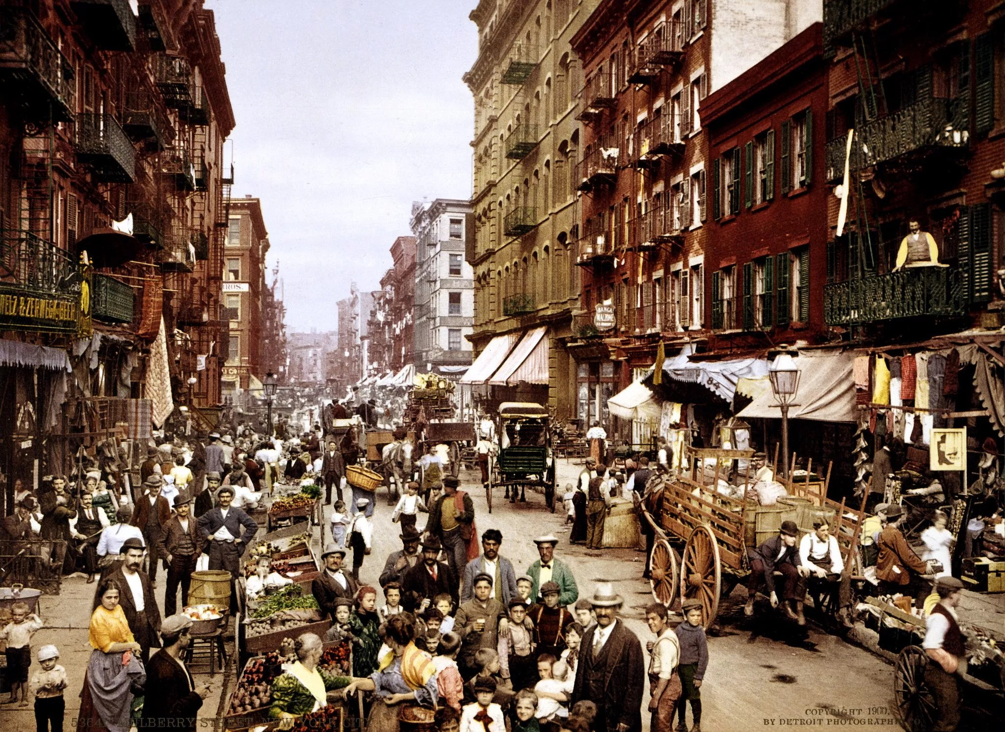 Mulberry Street Market, Little Italy, New York City, 1900 [Credit: Photocrom print by Detroit Photographic Co.]