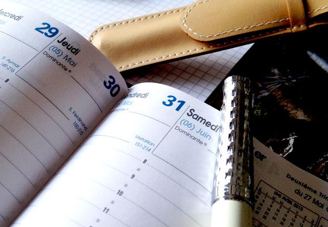 agenda papier stylo pour organisation de mariage