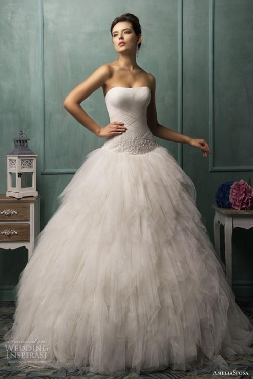 Robe de mariée à décolleté demi coeur