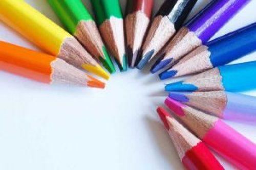 Couleurs tendances de mariage 2015 - crayons de couleurs disposés en rond