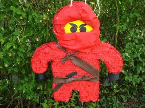 Pinata lego ninjago rouge pour anniversaire Lego