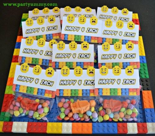 Sachets de bonbons à offrir en cadeau d'invité pour un anniversaire Lego