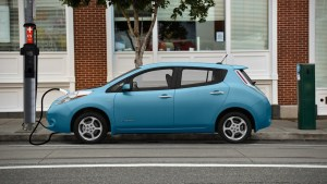 Kansas City to install EV chargers on light poles