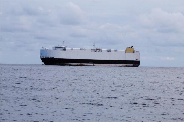 Cargo dans le rail au large de Brest