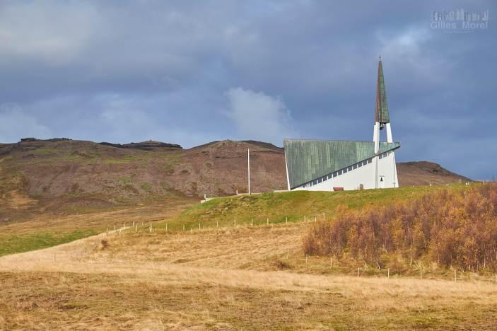 Petite église dans la campagne un peu au-dessus de Reykjavik