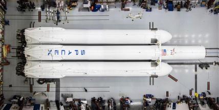 Falcon Heavy assemblage
