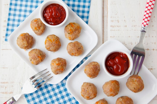 Meatloaf Meatballs from Weelicious. Easy to eat turkey and veggie meatballs will make any kid happy.