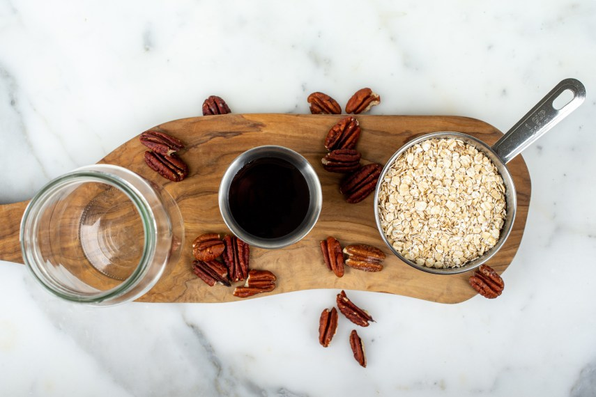 ingredients to make vegan pumpkin overnight oats