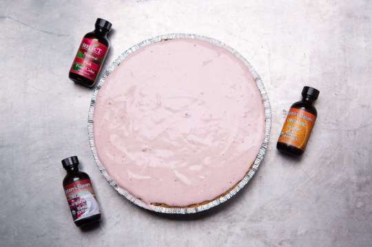extracts and food coloring used for no-bake cranberry pie