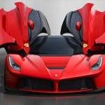 Een Rode Ferrari, een Bord en een Doodgereden Dier