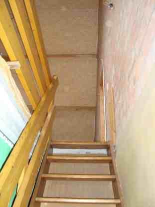 De trap naar de bovenverdieping.