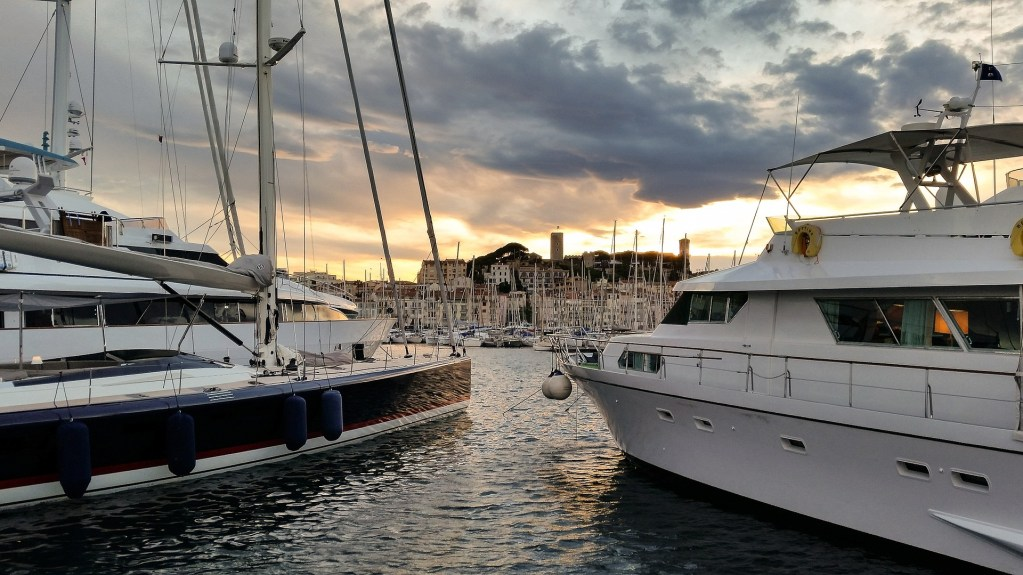 Book a berth in the marina of Cannes on the French Riviera with Navily