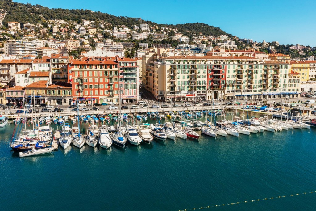 Book a berth in the marina of Nice Lympia on the French Riviera with Navily