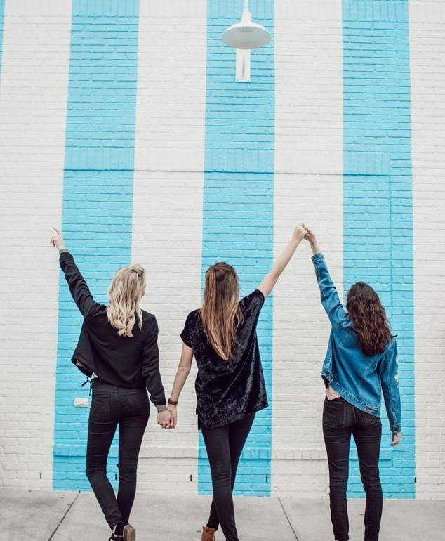 To help you get started down the road towards complete monetary accountability, I have highlighted some dos and don'ts when it comes to discussing your finances with friends.