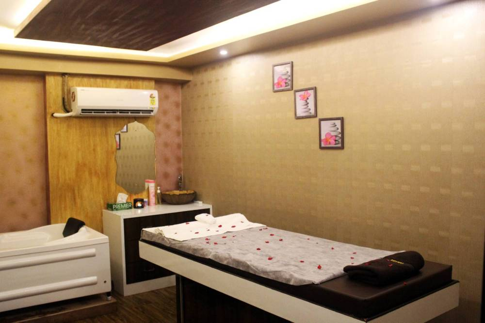 Mumbai! Relax. Renew. Refresh Only At Arya Spa for Just INR 999! Bole toh, Jhakaas :D