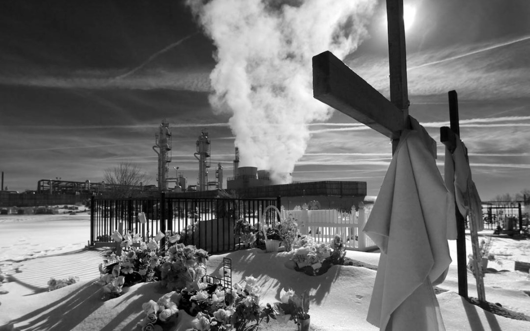 Refinery and Cemetery in New Mexico | Photo by Nelson Guda © 2019