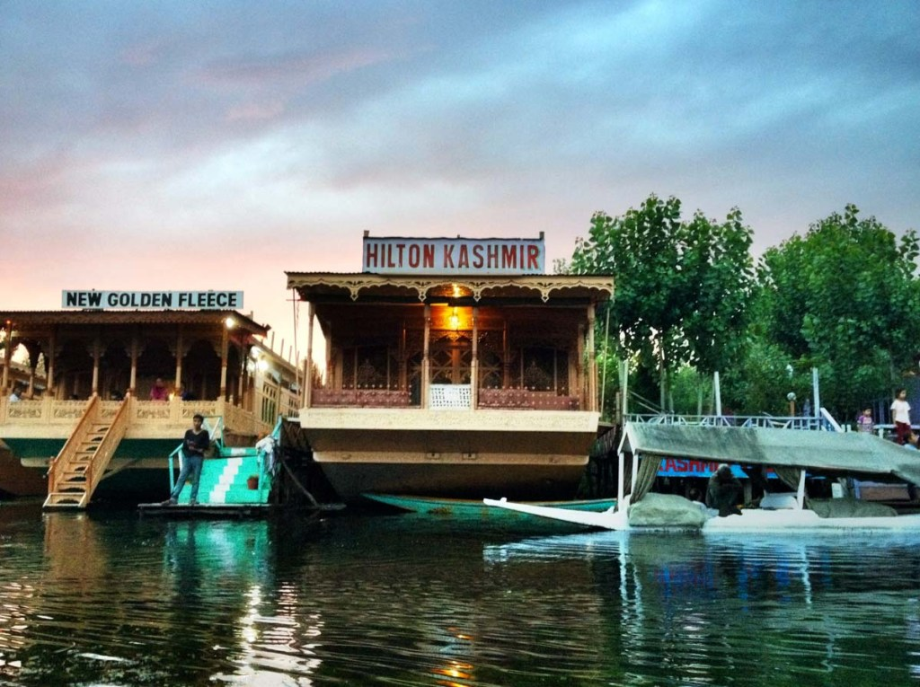 Kashmir Hilton Houseboat | Photo by Nelson Guda © 2019