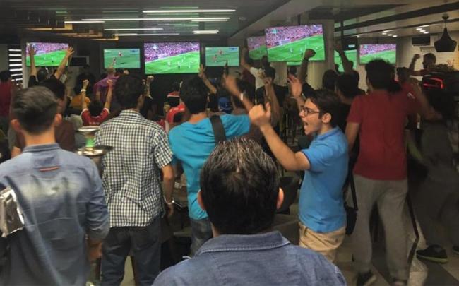تماشای فوتبال در کافه و کافی شاپ های تهران