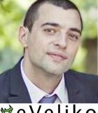 Павел Дончев е на 26 години. Има осем години стаж като програмист в няколко големи компании. Докато е в София, се включва в писането на книга за начинаещи програмисти на C#, под ръководството на Светлин Наков. Следва в Софийския Университет, но не завършва, за да се прибере във Велико Търново, където основава eVeliko. Във Велико Търново заедно с колегата си Иван Туртев помага организационно за основаването на Телерик Кидс академия (локална академия за малки деца, в която те се учат да програмират).