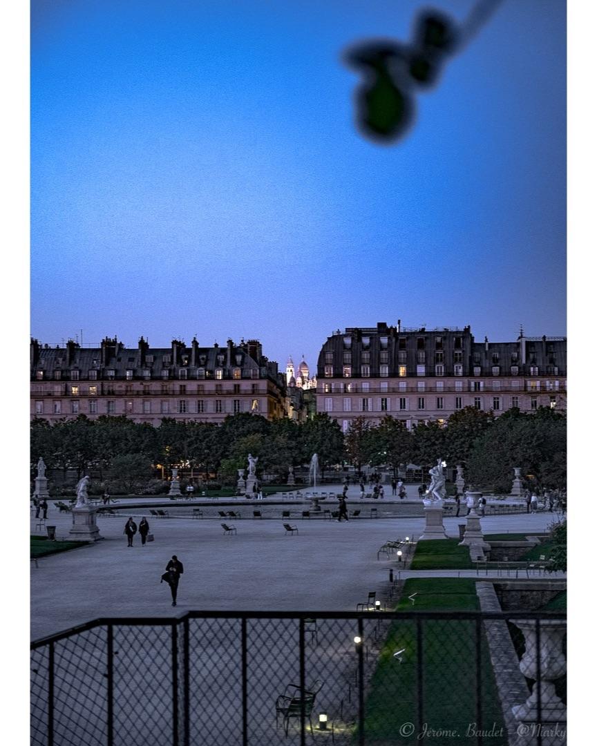 Début de soirée - Passer par le jardin des Tuilerie pour profiter des fontaines et de la vue qui semble échapper a beaucoup....----------Pass by the Tuilerie garden to enjoy the fountains and the view that seems to escape a lot ....With lens: NIKKOR Z 24-70mm f/4 S at 70 mmExposure: ¹⁄₂₀ s à ƒ / 4,0Camera: 70 mm - NIKON Z 7.... #4twitter #bluehour #gwparis #iloveparis #jardindestuileries #montmartre #Paris #pariscartepostale #sacrecœur #nikon #nikonfr #nikonz7 #z7 - from Instagram