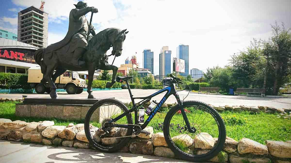 [:fr]Arrivée et préparatifs pour la Mongolia Bike Challenge. [:en]A day at the Mongolia Bike Challenge[:]