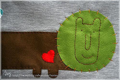 2.縫上圖案,連鋪棉一起縫合。