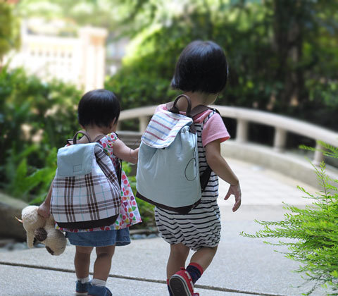 小孩成長後背包