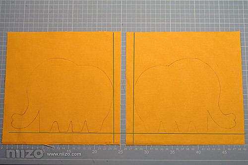 1.剪好隔熱墊大小,由於是兩面都有大象且希望大象可以落在正反面的同一位置上,可先帆布上用水消筆畫上基準線,再將圖案畫上,就可以確保圖案落下的位置不會有誤差。