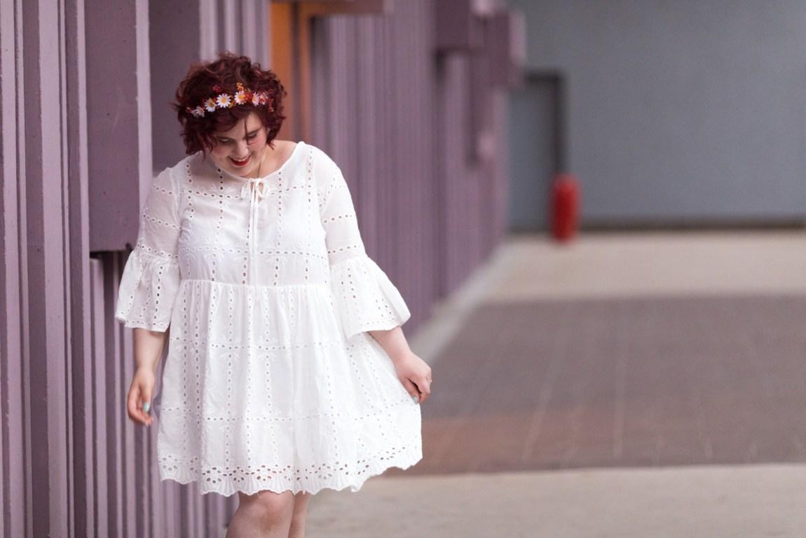 robe blanche en broderie anglaise, grande taille, blogeuse, ronde, curvy, tenue d'été, shein, plus, plussize, paris, beaugrenelle