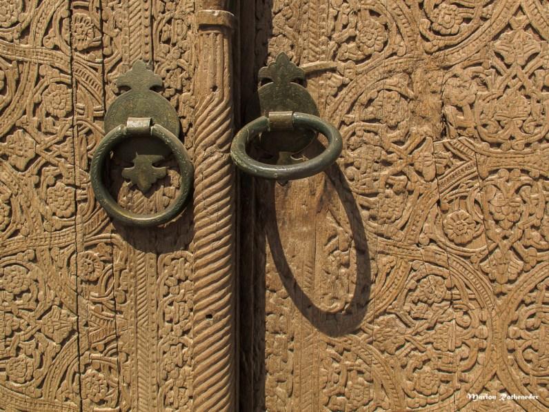 Für die mächtigen Holztüren wird vorzugsweise Walnuss-Holz verwendet