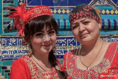 Zwei Frauen auf dem Markt