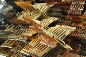 Tashkent: Kunstvoll geschnitzte Koranständer
